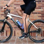 Angulo correcto a la altura de la rodilla cuando el pie está en la posición de pedaleo habitual