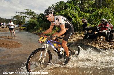 Roberto en la primera etapa. Foto www.canadiancyclist.com